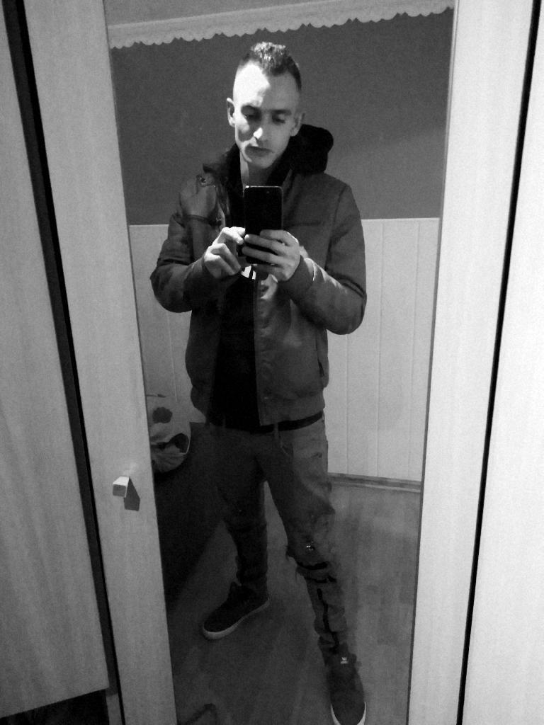 Karoly93, 28