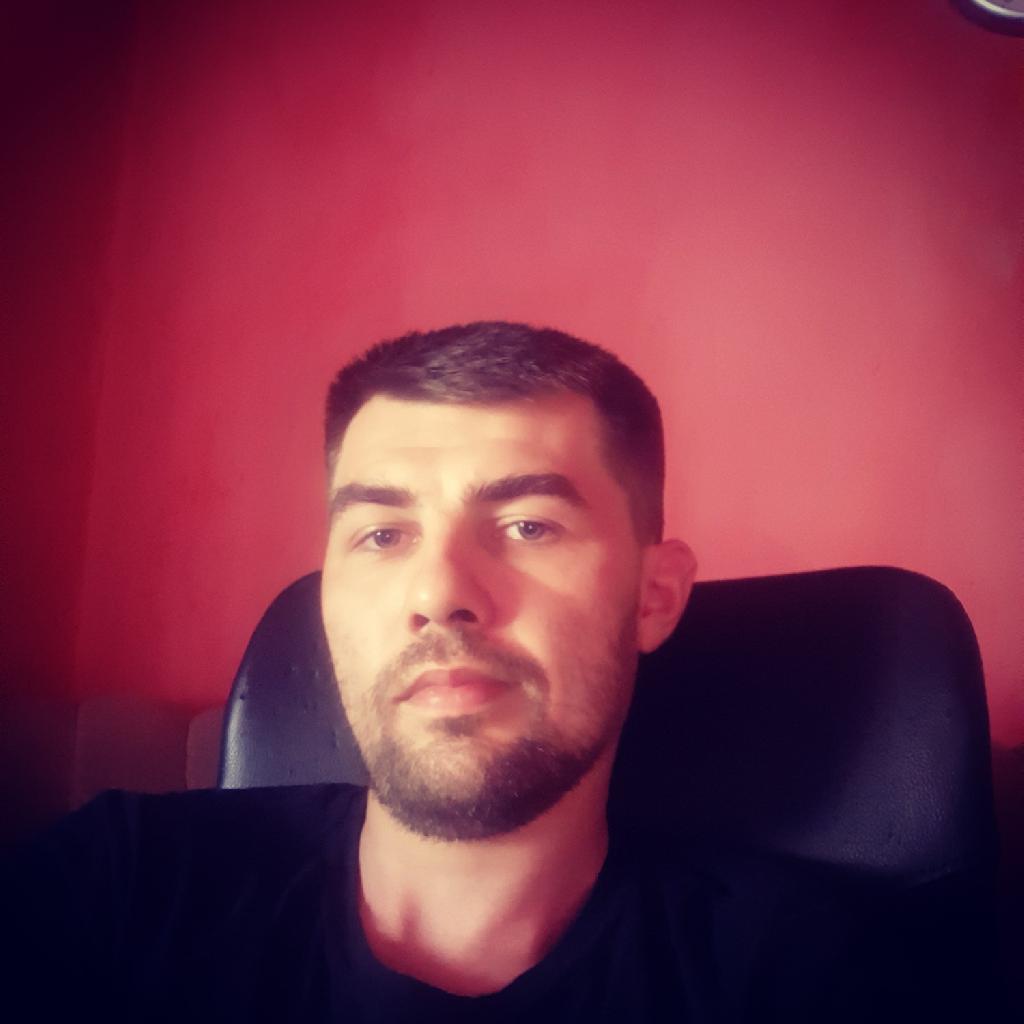 ironzoltan, 26
