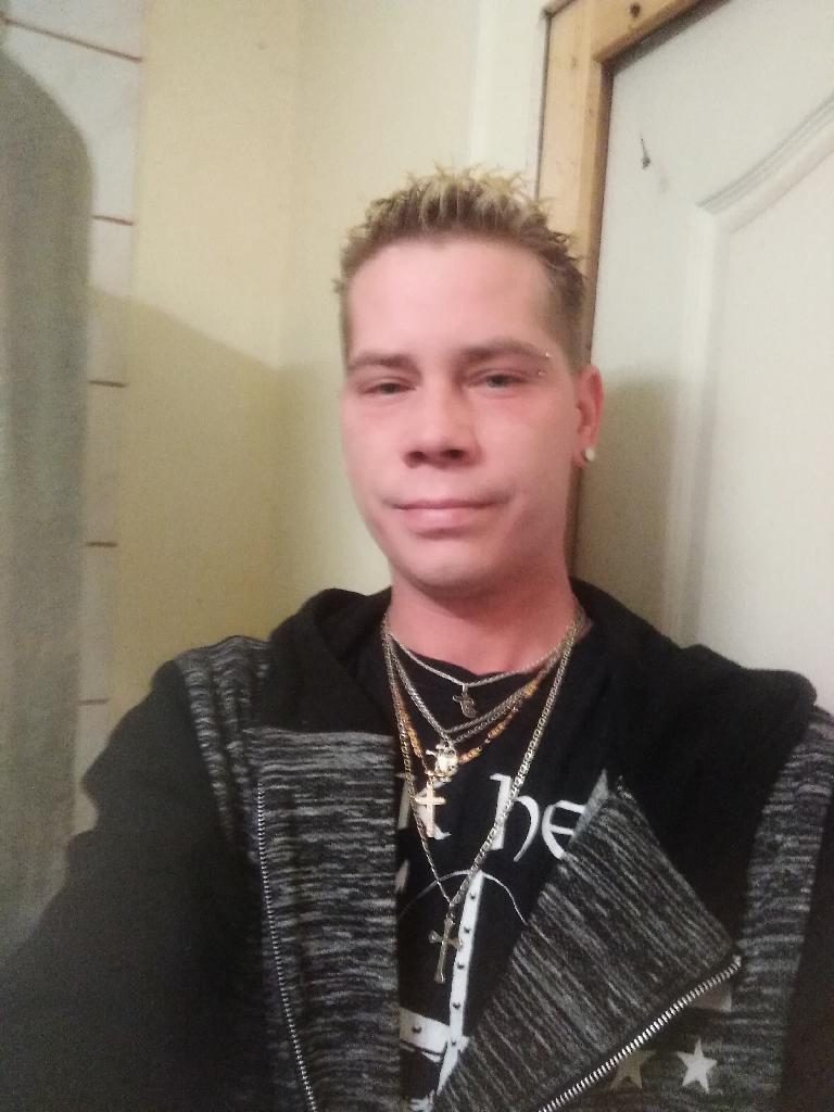 Krosztics, 27