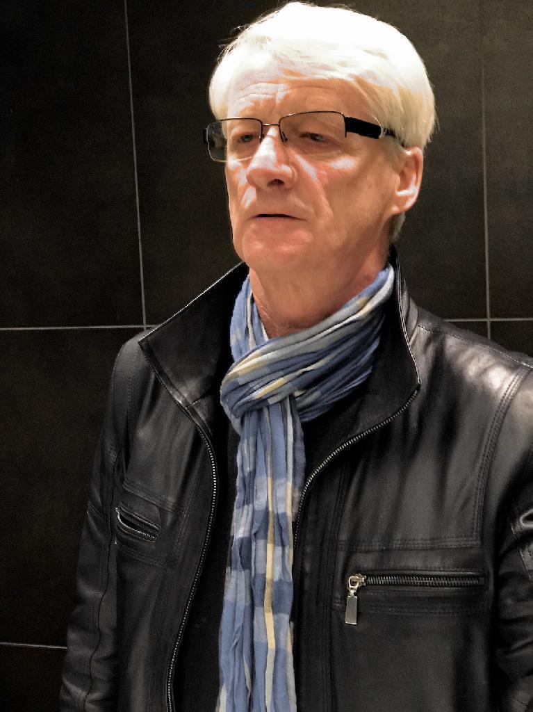 Péterxy, 60