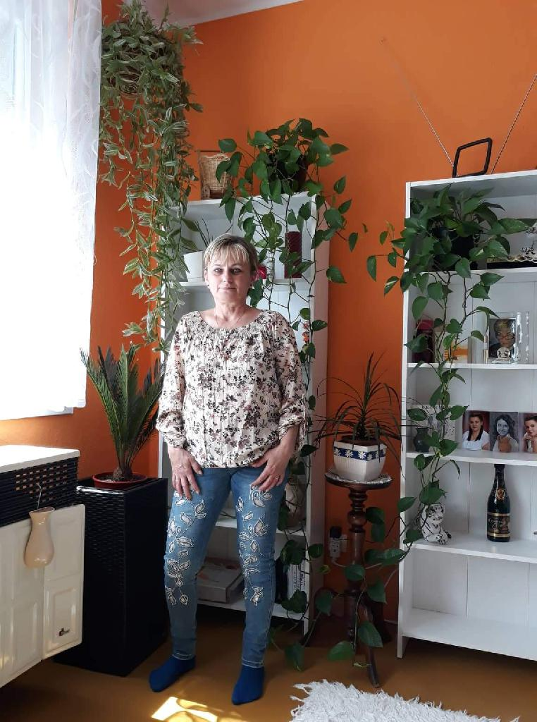 VargaSzilvia, 50