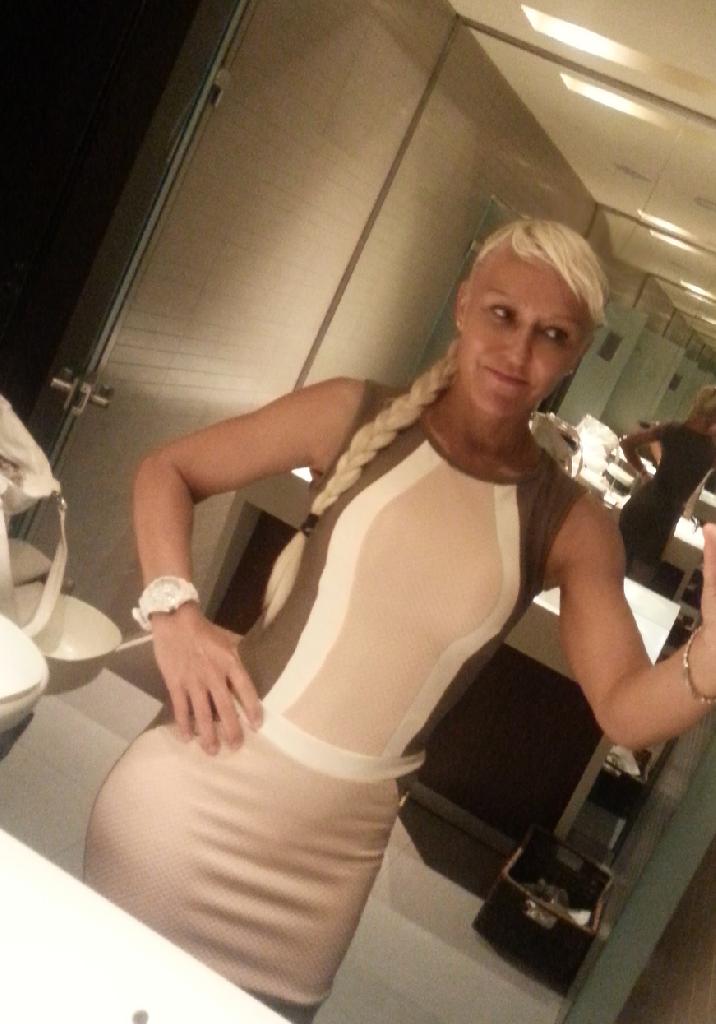 Ellla, 37
