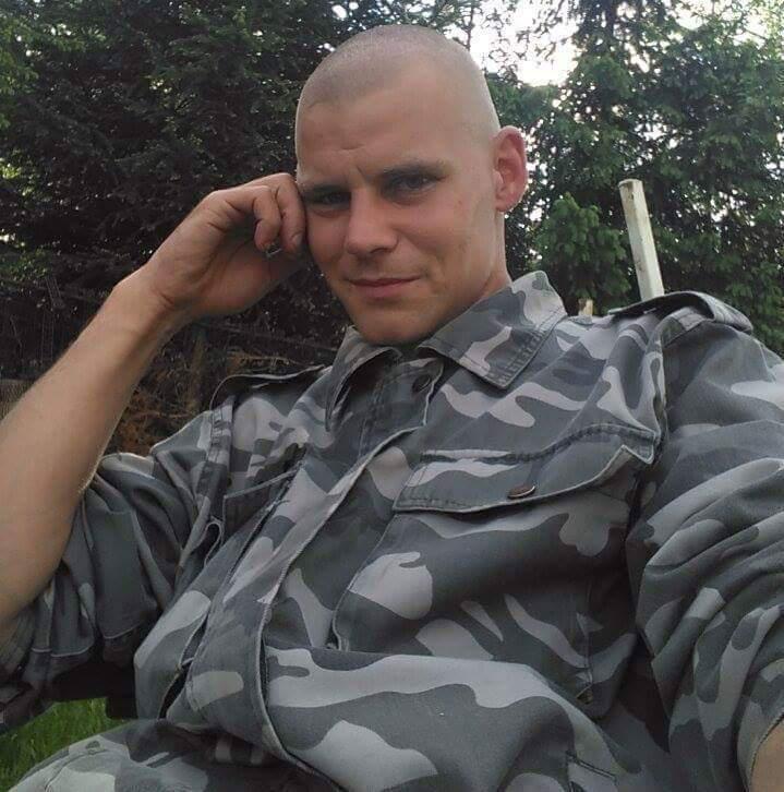 G.László, 32