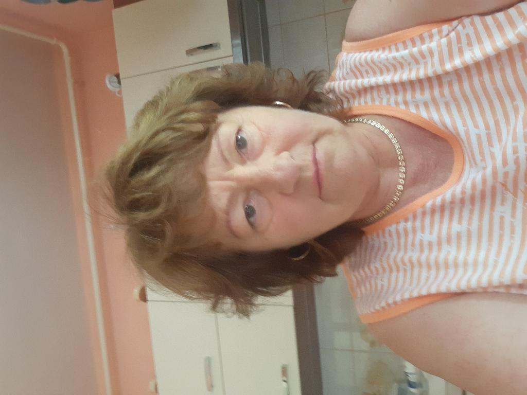 Felföldiné, 63