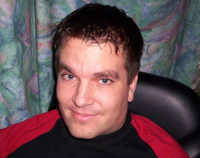piros férfi társkereső)